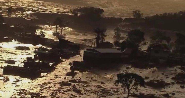 rompimento-barragem-distrito02